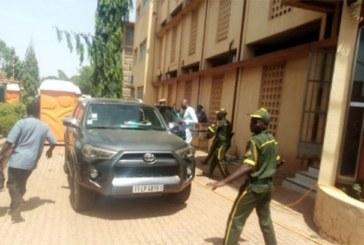 Burkina Faso : Le DG de la poste hué et chassé par ses agents