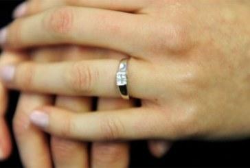 Une américaine avale sa bague de fiançailles