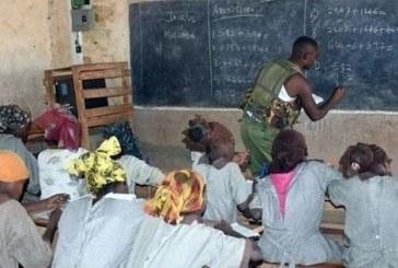 Kenya: Un policier s'improvise prof de maths et fait le buzz