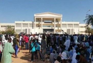 Sénégal – Louga : la foule défonce la porte du tribunal pour libérer le maître coranique
