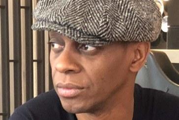 Claudy Siar repond à un internaute qui s'offusque du fait que le journaliste d'origine antillaise détienne un passeport français