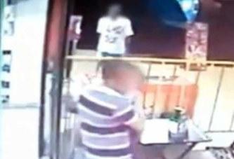 Brésil : abattu avec une petite fille dans ses bras (vidéo)