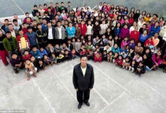 Cet homme détient le record le plus insolite du monde : 39 femmes, 94 enfants et 33 petits enfants. Regardez