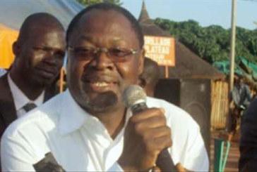 LE FASO AUTREMENT:   377 militants rendent le tablier