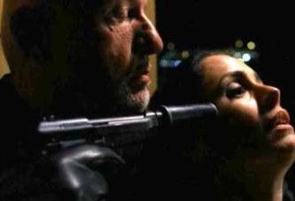 3 choses à faire quand quelqu'un colle une arme contre votre tempe ?