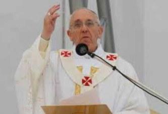 Vidéo. Le pape François dit » putain» en pleine messe
