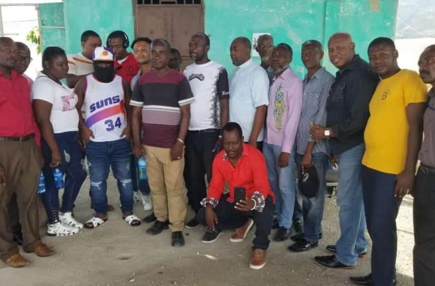 Ayiti-Aktyalite : Yon gwoup sitwayen nan komin kafou chita pale ak Izo pou rejwenn lapè