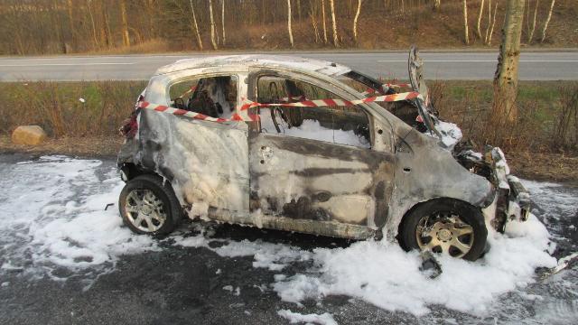 Denne bil udbrændte totalt. Foto: Freelancefotografen.dk