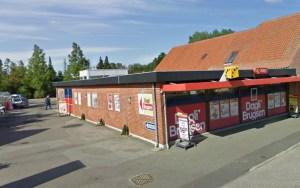 En knivbevæbnet mand røvede mandag  Daglig Brugsen på Bygaden i Dannemare. Foto: Google Streetview.