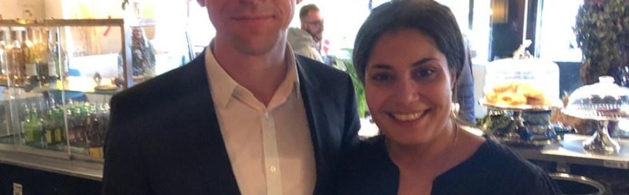 Boligminister Kaare Dybvad Bek på besøg hos Anahita Malakians i burgerrestauranten The Barn. Privatfoto/Facebook.