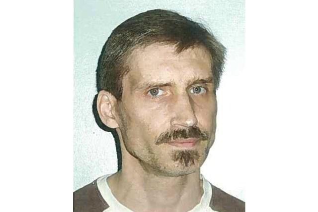 Politiet efterlyser 52-årige Tim Henrik Bruun Hansen efter han torsdag stak af fra en ledsaget udgang. Foto: Politiet.