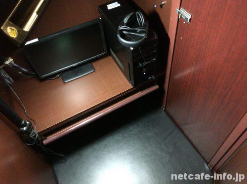 カラNET24新宿三丁目店の個室席フラットシート