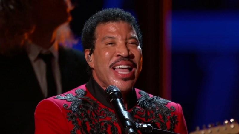 Lionel Richie veut retravailler «We Are The World» de nouveau pour la charité