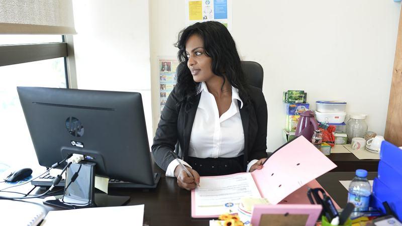 Emploi : appel à candidature au poste d'assistant(e) de direction à la faculté des sciences et techniques de l'UCAD
