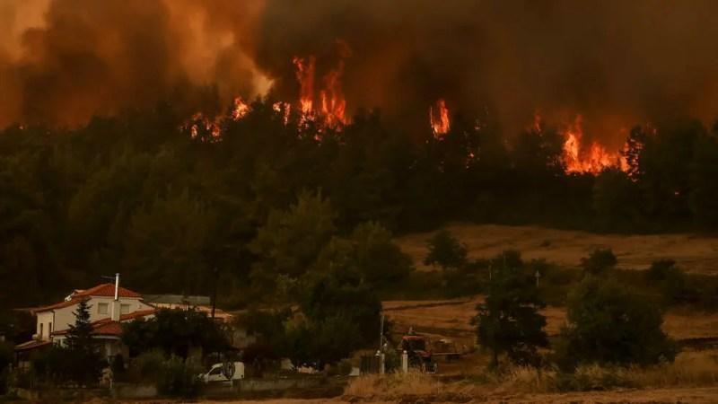 Les incendies font toujours rage en Turquie et en Grèce, où la situation est «extrêmement critique»