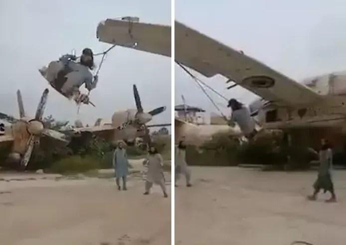 Des Talibans font de la balançoire sur un avion militaire américain