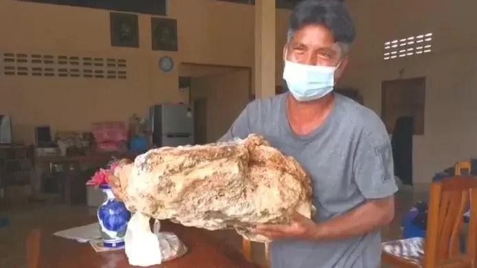 🇹🇭 Un pêcheur thaïlandais découvre du vomi de baleine qui pourrait valoir plus d'un million d'euros