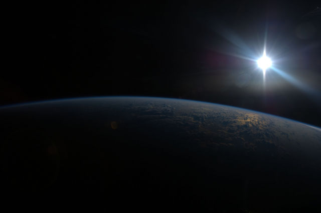 amazing_photos_of_earth_taken_from_outer_space_640_20