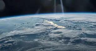 माइनस 100 डिग्री सेल्सियस तापमान होता है उपरी वायुमंडल में !