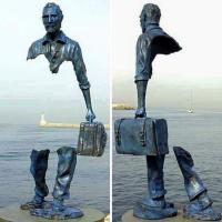 #Migrants: le voyage et la symbolique du vide... #sculpture