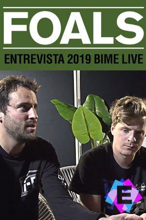 Foals - En BIME Live. foals siendo entrevistados vestidos de negro