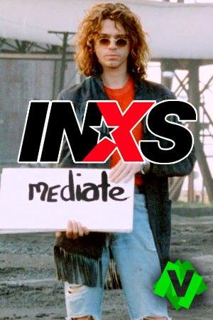 """Inxs - Mediate. El cantante Michael Hutchence de INXS con un letrero en la mano que dice """"mediate"""""""