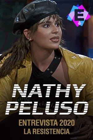 Nathy Peluso - En La Resistencia. Nathy Peluso chaqueta de cuero amarilla y gorra negra