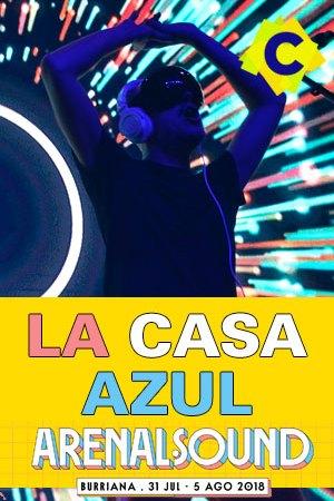 La Casa Azul - Festival Arenal Sound, Burriana 2018 - guille milkway entre luces de colores azules y rojas