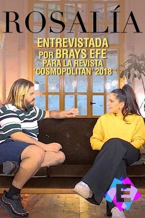 Rosalía - Entrevista Por Brays Efe. Rosalia y Brays sentados en un sofá marrón.