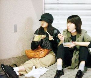 前田敦子 座り食い4