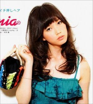 というのも、本田翼ちゃんは明るい元気っ子なので、ロングヘアだと、女の子らしさが強くなってちょっと近寄りがたい感じが出ちゃうなと思います。