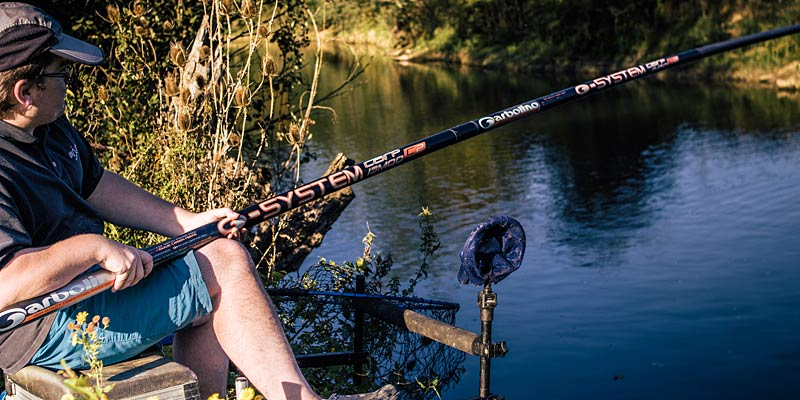 une bonne canne solide pour la pêche de la carpe au coup en rivière