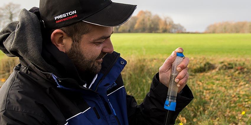 matériel de pêche au coup preston super pellet pomp en action pellet expander