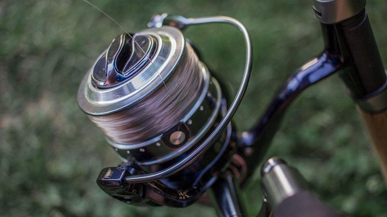 un bon moulinet en taille 3000 ou 4000 est parfait pour la pêche au method feeder