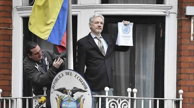 Julian Assange en la embajada del ecuador