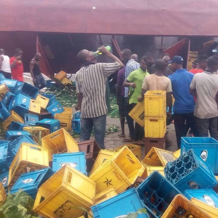 Residents enjoy free beer as truck fully loaded with alcohol gets accident