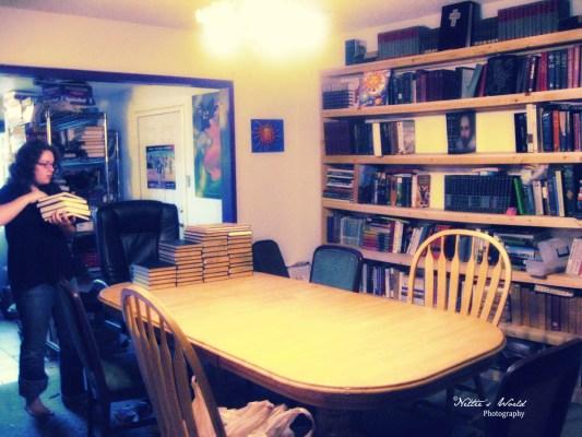 WoodenbookshelfN1webcopyright