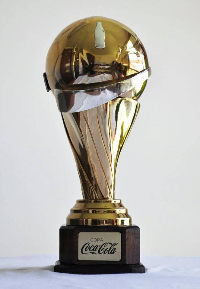 Reciclaje y creatividad en la copa de Coca-Cola para el campeón del fútbol uruguayo
