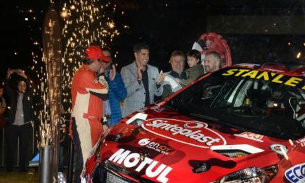 Más de 2000 personas recibieron al Zeballos Rally Team en Enjoy Punta del Este