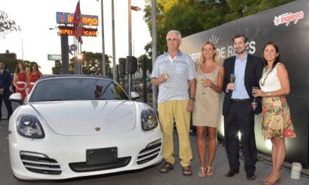 Tienda Inglesa sorprendió al develar un Porsche convertible como su Sorpresa de Reyes