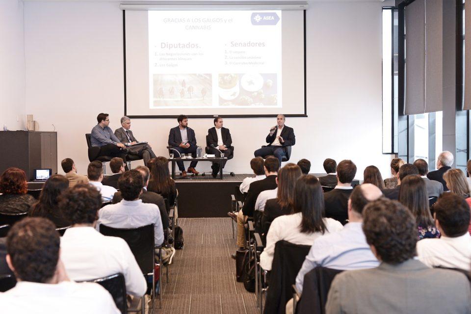 Proyecto de ley para emprendedores centró el debate en evento de FERRERE