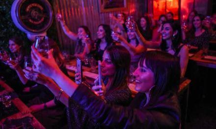 Chivas Regal invitó a mujeres periodistas a una cata de productos de la marca en Amadeo Bar