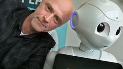 Lars Michael Sørensen og menneskelignende robot