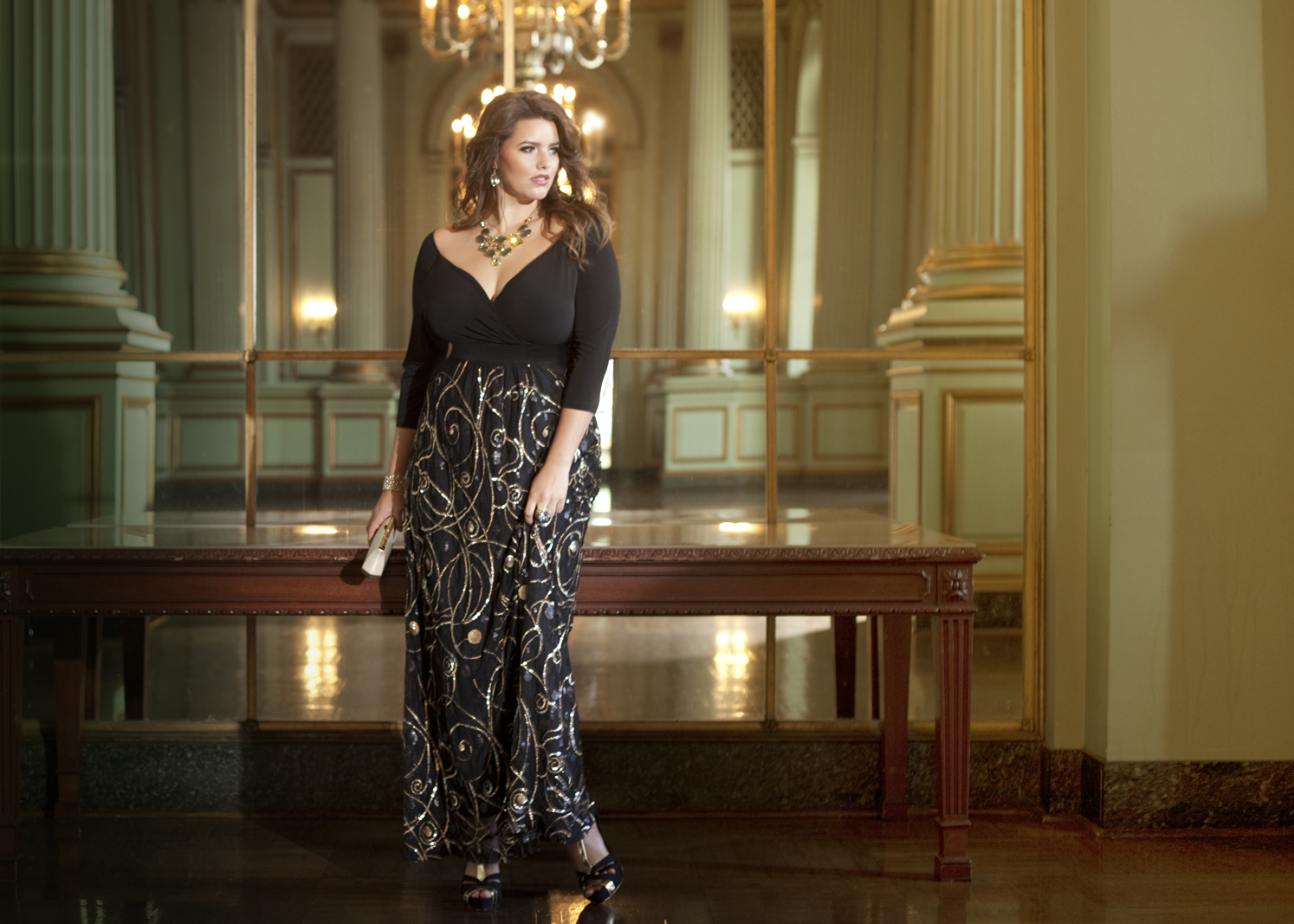 7011a01f2f62 I love the fact that Yuliya Raquel, IGIGI, uses plus sized models. Sarah  Slick, pictured above looks beautiful and inspires me to buy nice clothing  for ...