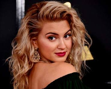 Image of Tori Kelly, net worth, relationship status, house and car, wiki bio