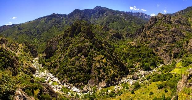 Typische korsische Berglandschaft