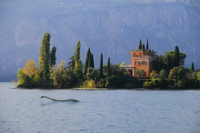 Fake-Nessie im Gardasee
