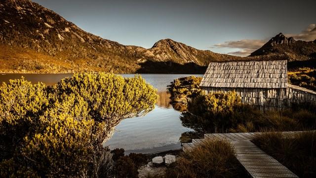 See und Berg in Tasmanuen
