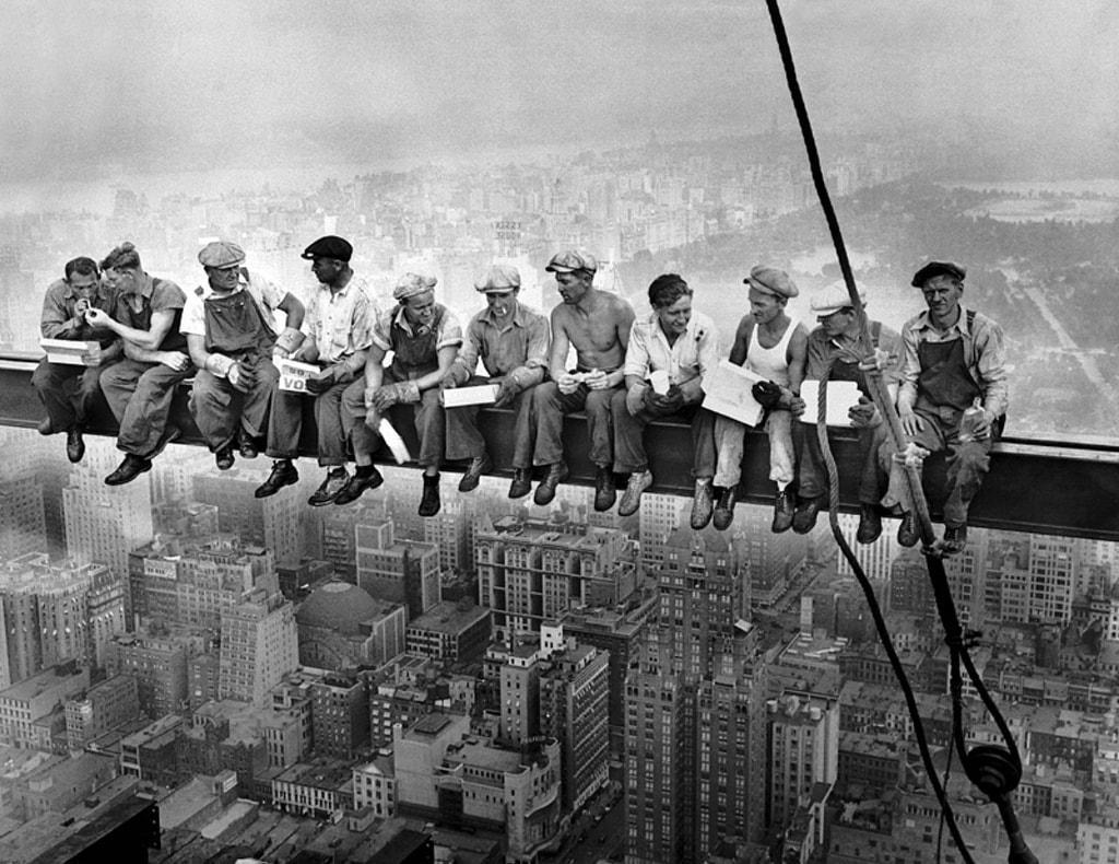 Hochhausarbeiter in den USA bei einer Pause.