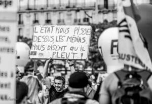 Das Gesellschaftsmodell und das Mediensystem werden von Nuit Debout kritisiert.
